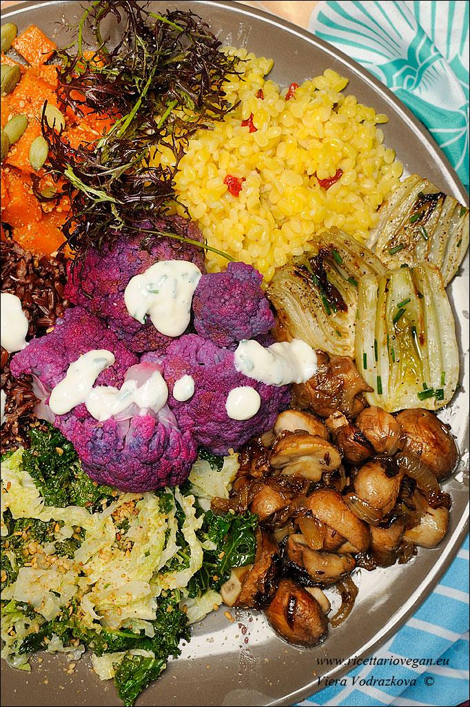 I sette Chakra energia colorata nel piatto Ricettario Vegan